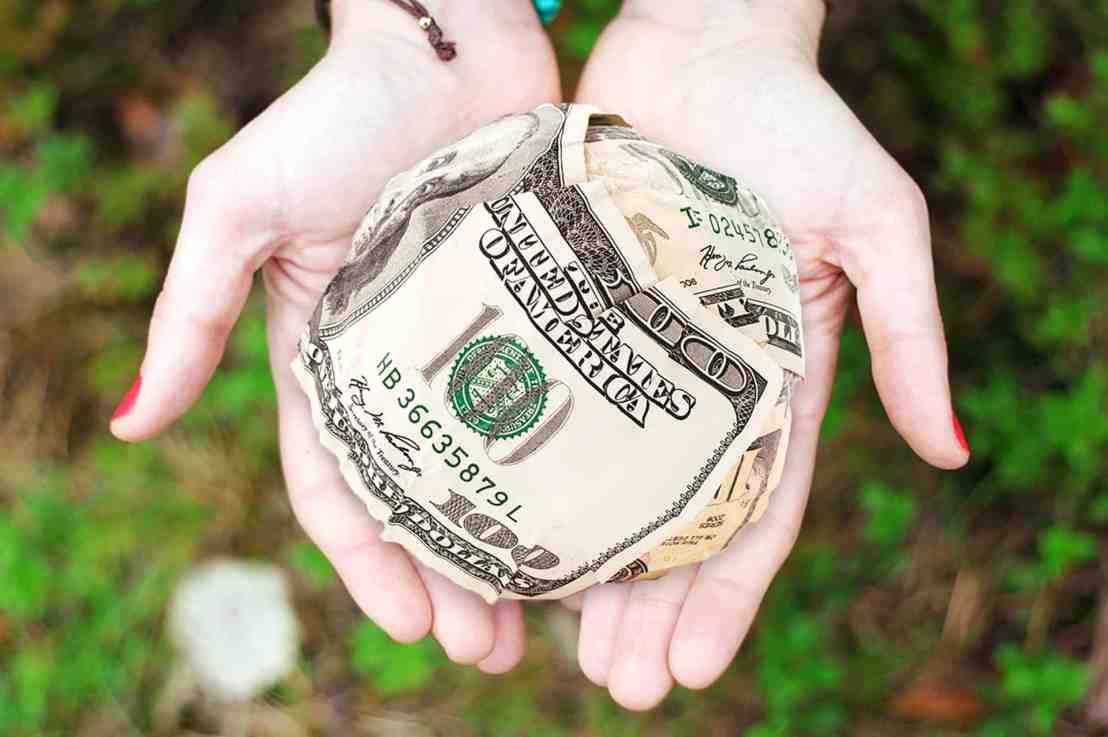 10 Ways to Save Money on theHolidays