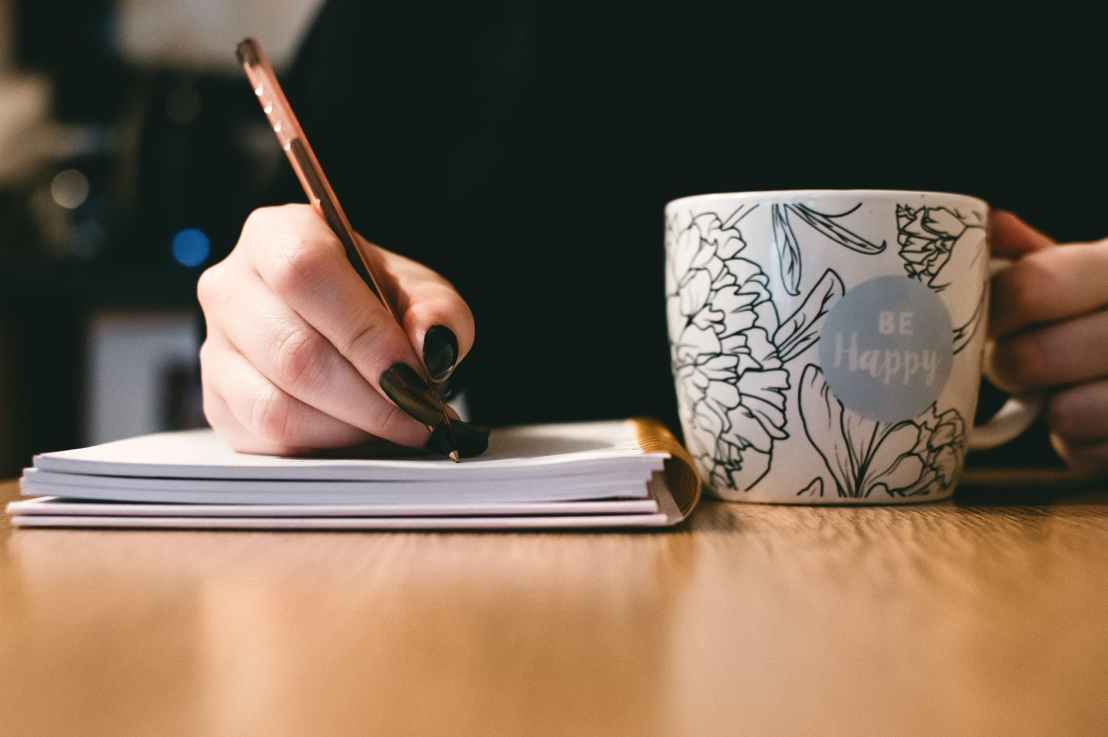 How to Become a Freelance Writer or a StaffWriter
